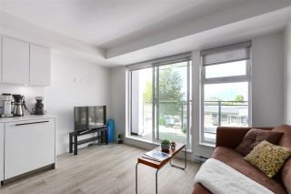 """Photo 4: 210 630 E BROADWAY in Vancouver: Mount Pleasant VE Condo for sale in """"MIDTOWN MODERN"""" (Vancouver East)  : MLS®# R2466834"""