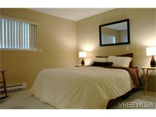 Photo 6: 208 1366 Hillside Ave in VICTORIA: Vi Oaklands Condo for sale (Victoria)  : MLS®# 447630