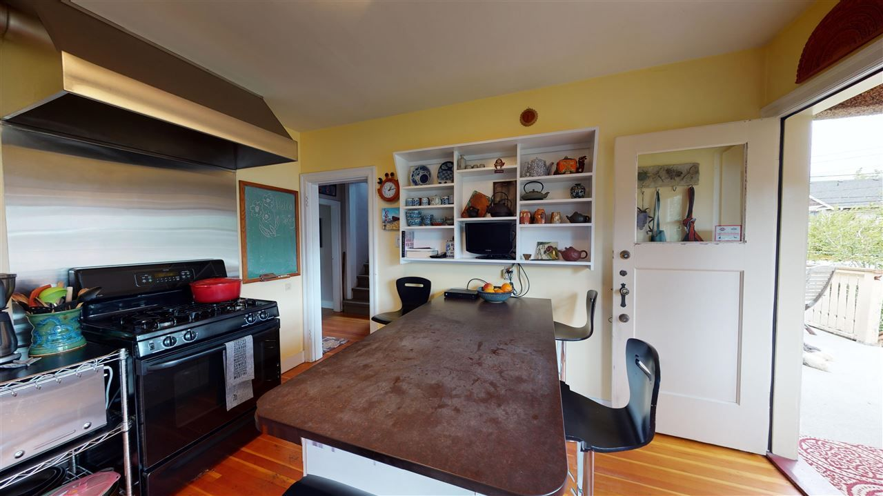 Photo 12: Photos: 2521 KITCHENER Street in Vancouver: Renfrew VE House for sale (Vancouver East)  : MLS®# R2573364
