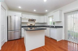 Photo 5: 14 Cahilty Lane in VICTORIA: VR Six Mile House for sale (View Royal)  : MLS®# 771497