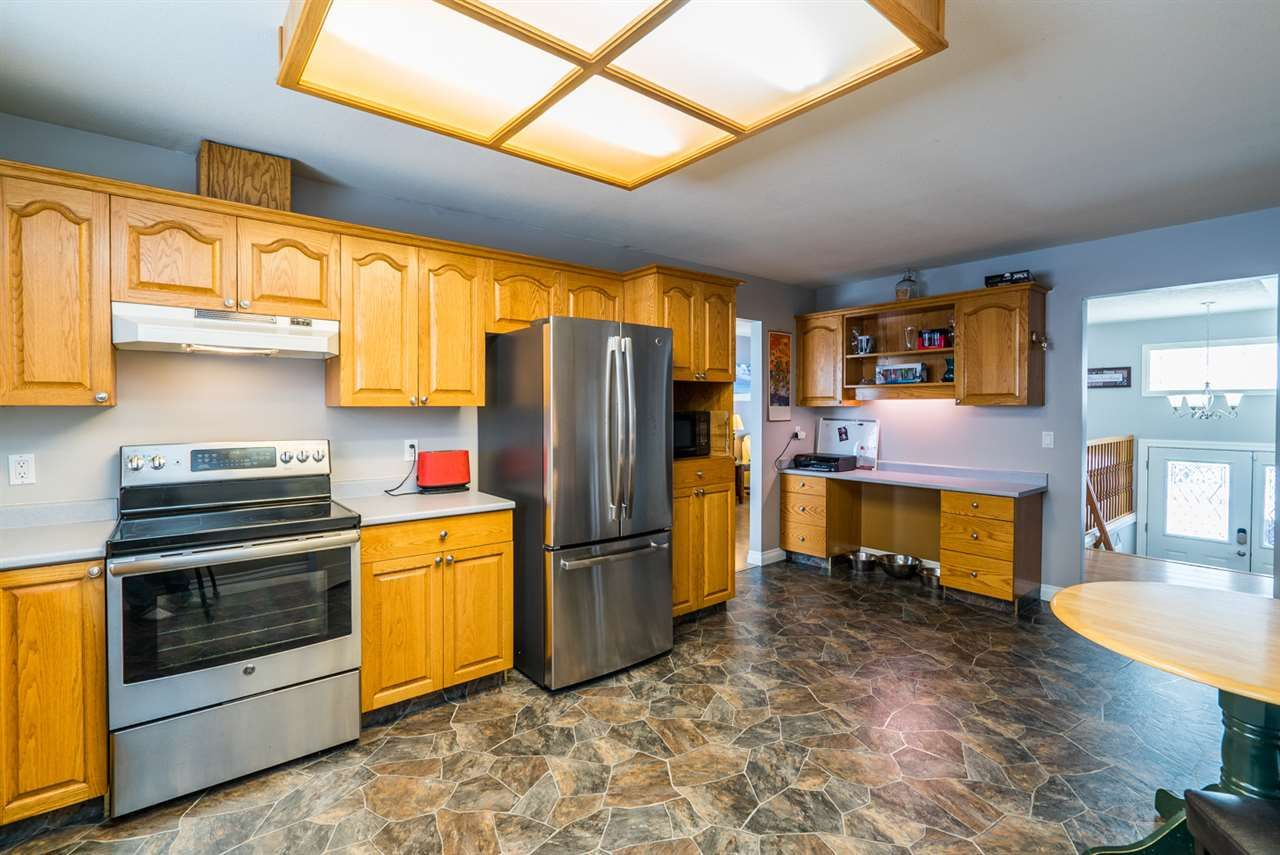 """Photo 12: Photos: 6968 O'GRADY Road in Prince George: St. Lawrence Heights House for sale in """"ST. LAWRENCE HTS/SOUTHRIDGE"""" (PG City South (Zone 74))  : MLS®# R2138337"""