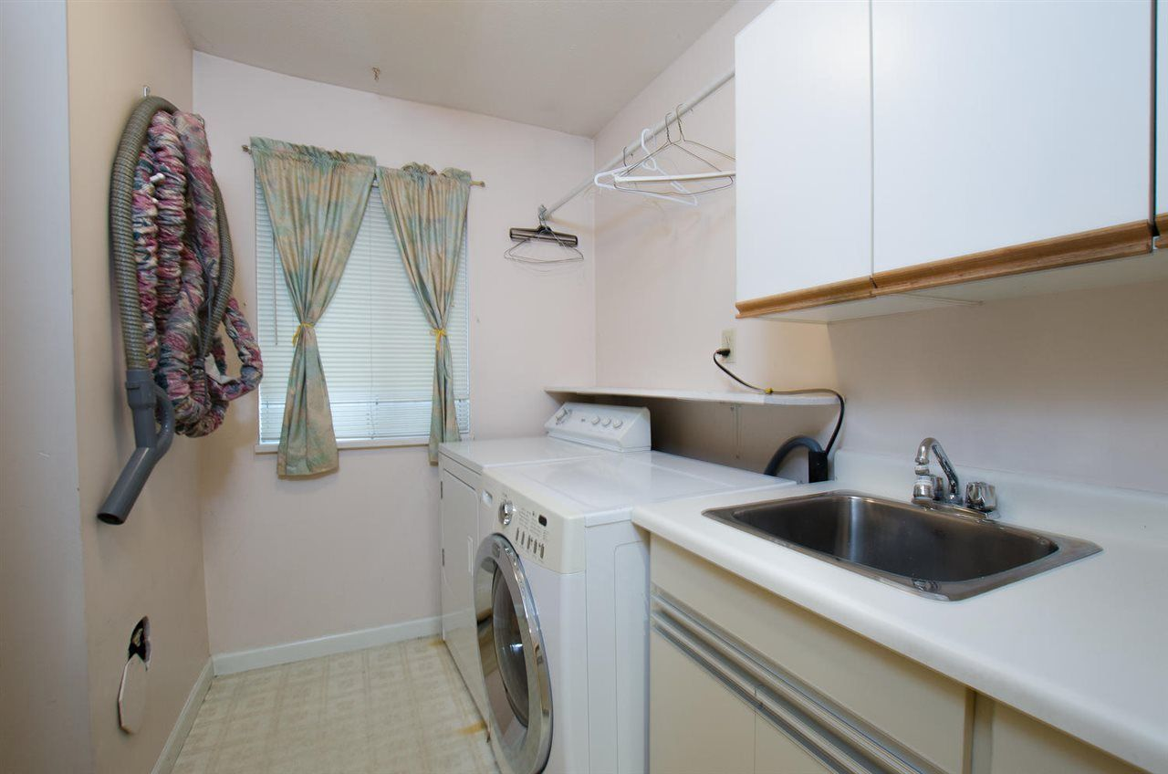 """Photo 11: Photos: 6378 45B Avenue in Delta: Holly House for sale in """"HOLLY"""" (Ladner)  : MLS®# R2338172"""
