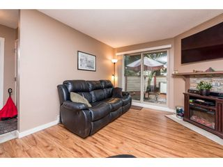 """Photo 4: 10531 HOLLY PARK Lane in Surrey: Guildford Townhouse for sale in """"HOLLY PARK LANE"""" (North Surrey)  : MLS®# R2147163"""