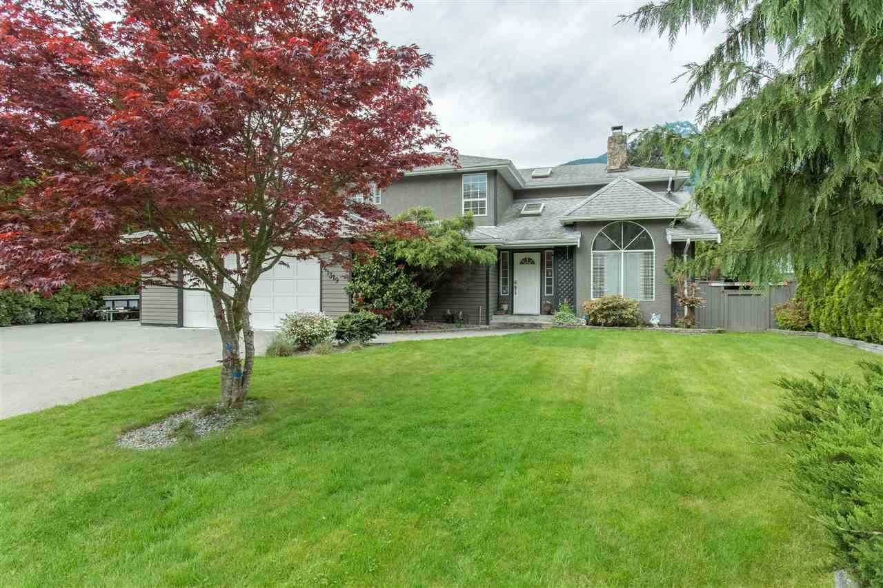 Main Photo: 41319 KINGSWOOD Road in Squamish: Brackendale House for sale : MLS®# R2107402
