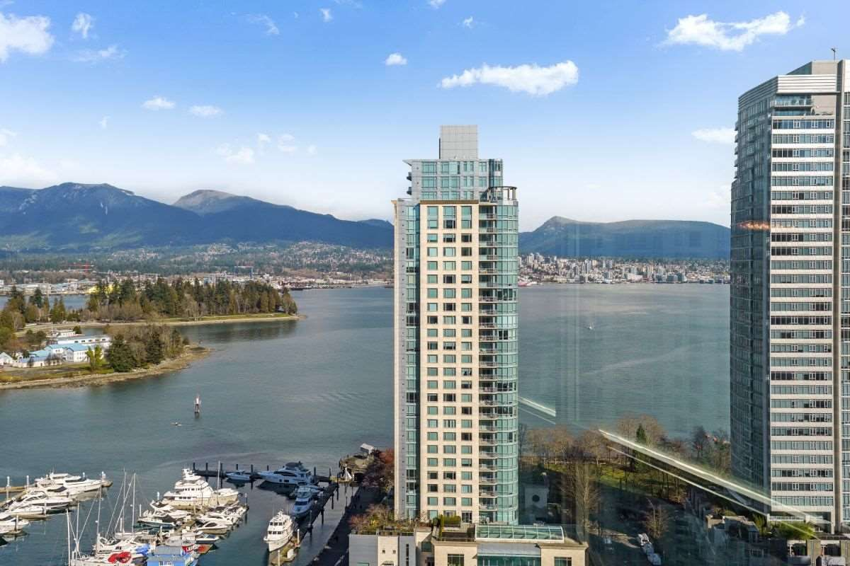 """Main Photo: 2204 555 JERVIS Street in Vancouver: Coal Harbour Condo for sale in """"Harbourside Park"""" (Vancouver West)  : MLS®# R2544198"""