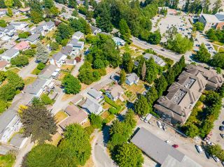 Photo 3: 807 SANGSTER Place in New Westminster: The Heights NW House for sale : MLS®# R2599538