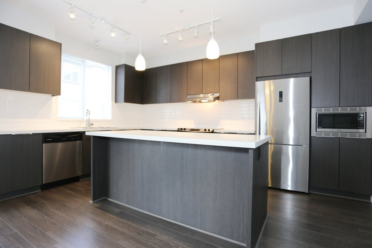 """Photo 3: Photos: 126 8138 204 Street in Langley: Willoughby Heights Townhouse for sale in """"Ashbury  & Oak"""" : MLS®# R2398814"""