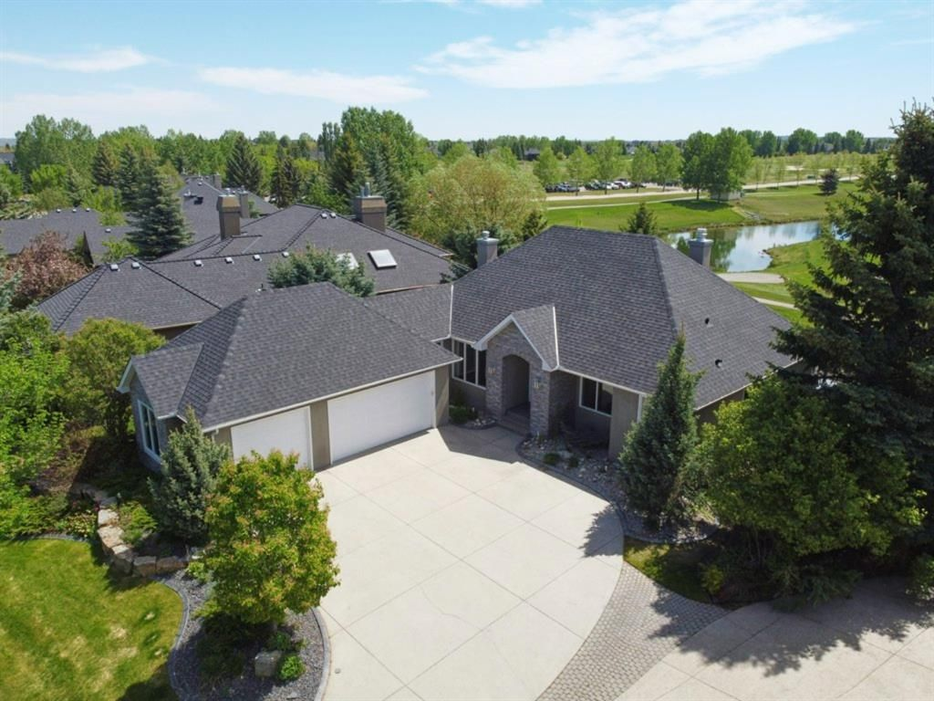 Main Photo: 40 Summit Pointe Drive: Heritage Pointe Detached for sale : MLS®# A1113205