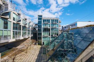 """Photo 11: 305 1540 W 2ND Avenue in Vancouver: False Creek Townhouse for sale in """"WATERFALL"""" (Vancouver West)  : MLS®# R2446615"""