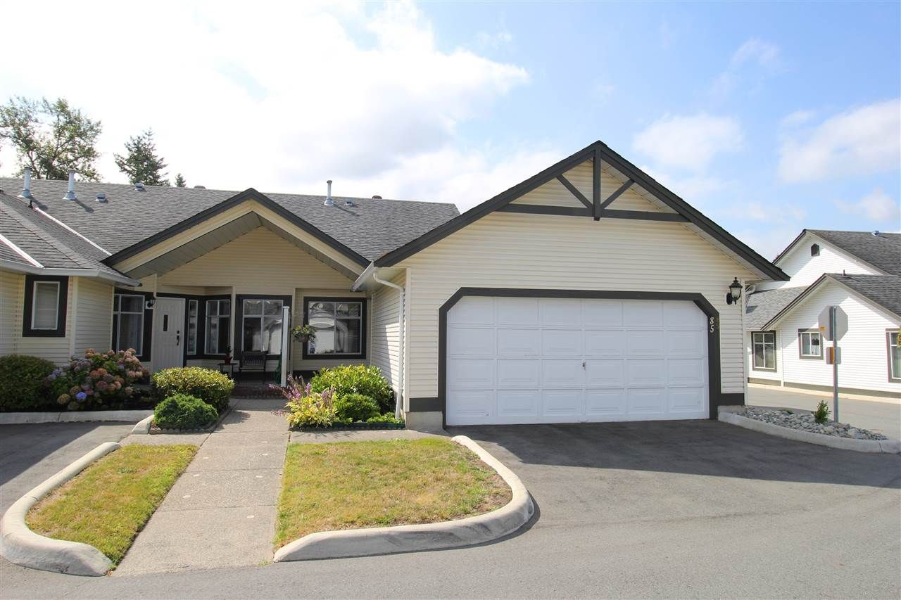 "Main Photo: 85 19649 53 Avenue in Langley: Langley City Townhouse for sale in ""Huntsfield Green"" : MLS®# R2399090"