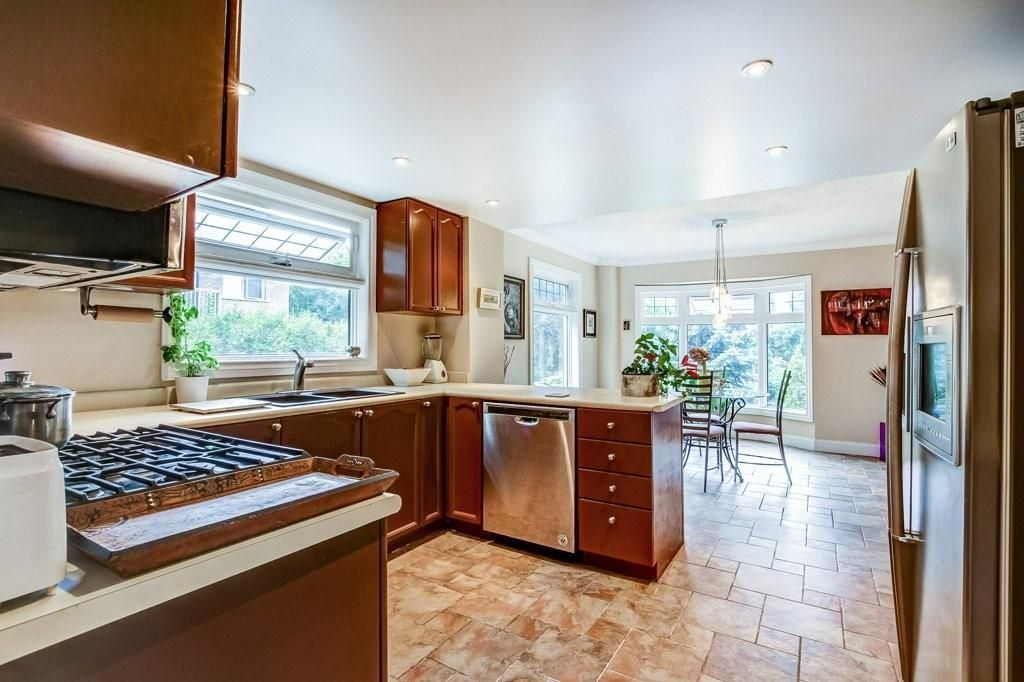 Photo 4: Photos: 23 HARBOUR Drive in Stoney Creek: Residential for sale : MLS®# H4086318