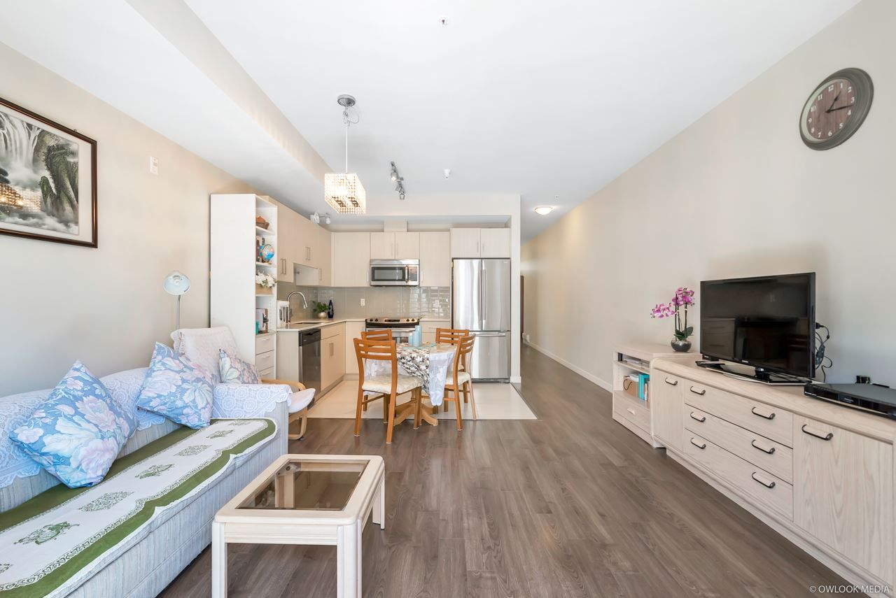 Main Photo: 318 5288 GRIMMER STREET in Burnaby: Metrotown Condo for sale (Burnaby South)  : MLS®# R2371365