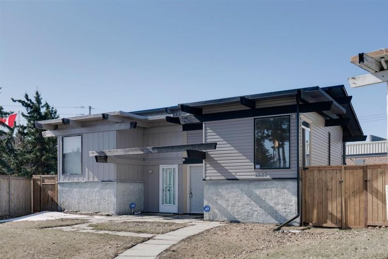 FEATURED LISTING: 5523 Maddock Drive Northeast Calgary
