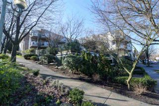 "Photo 1: 302 908 W 7TH Avenue in Vancouver: Fairview VW Condo for sale in ""Laurel Bridge"" (Vancouver West)  : MLS®# R2439600"