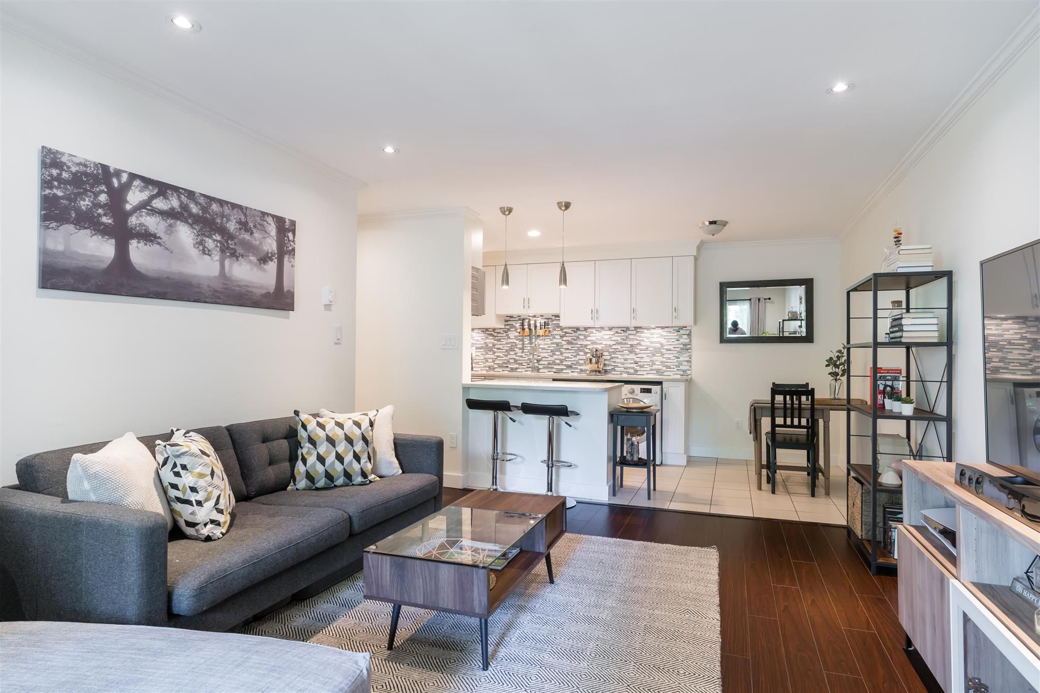 """Main Photo: 213 808 E 8TH Avenue in Vancouver: Mount Pleasant VE Condo for sale in """"PRINCE ALBERT COURT"""" (Vancouver East)  : MLS®# R2595130"""
