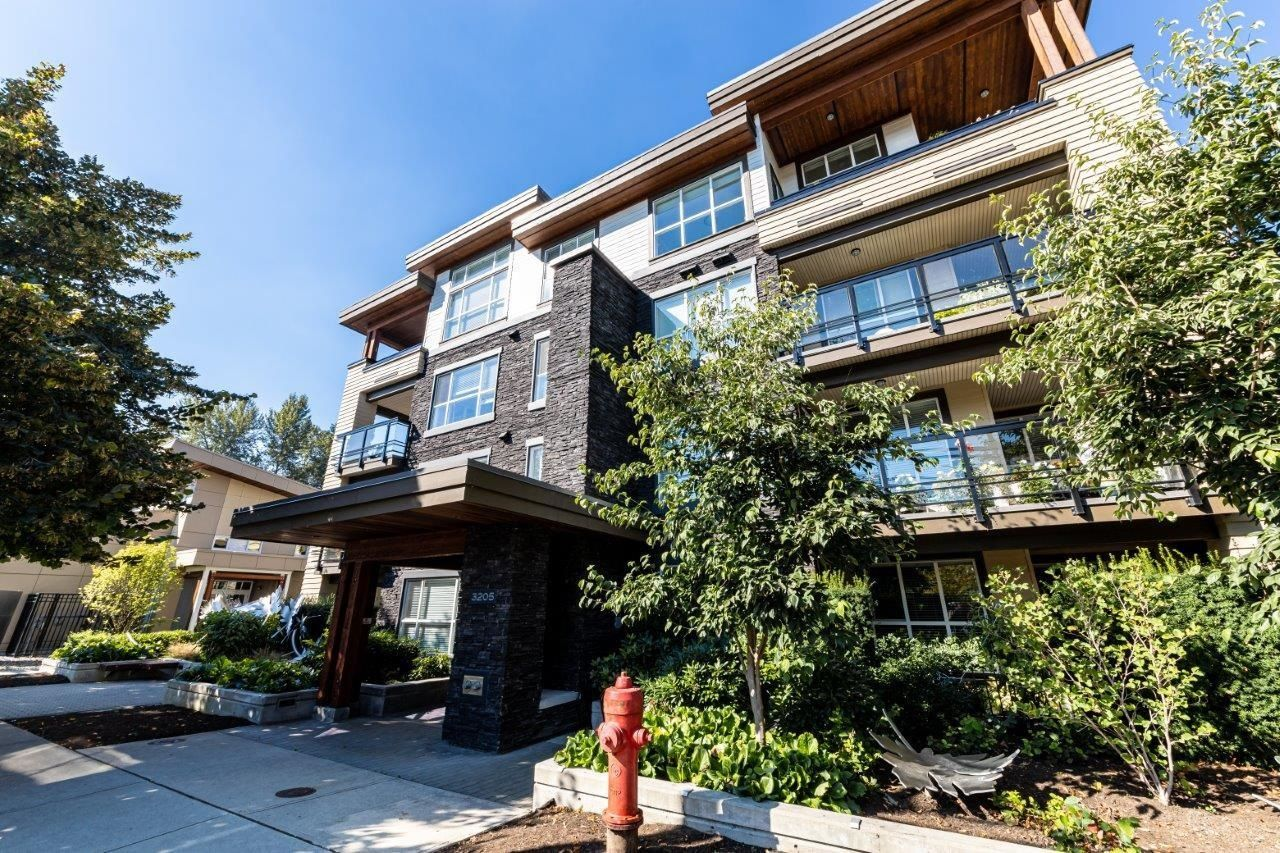 Main Photo: 106 3205 MOUNTAIN Highway in North Vancouver: Lynn Valley Condo for sale : MLS®# R2625376