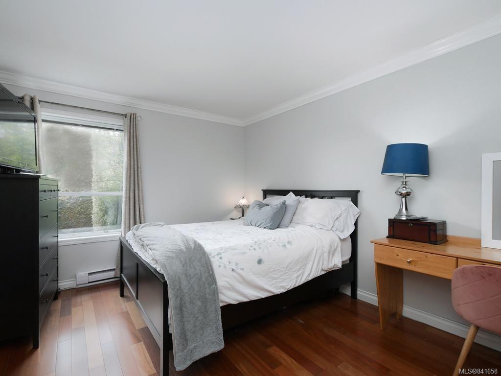 Photo 13: Photos: 101 1039 Caledonia Ave in Victoria: Vi Central Park Condo for sale : MLS®# 841658