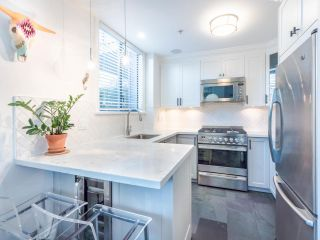 """Photo 13: 101 1725 BALSAM Street in Vancouver: Kitsilano Condo for sale in """"Balsam House"""" (Vancouver West)  : MLS®# R2454346"""