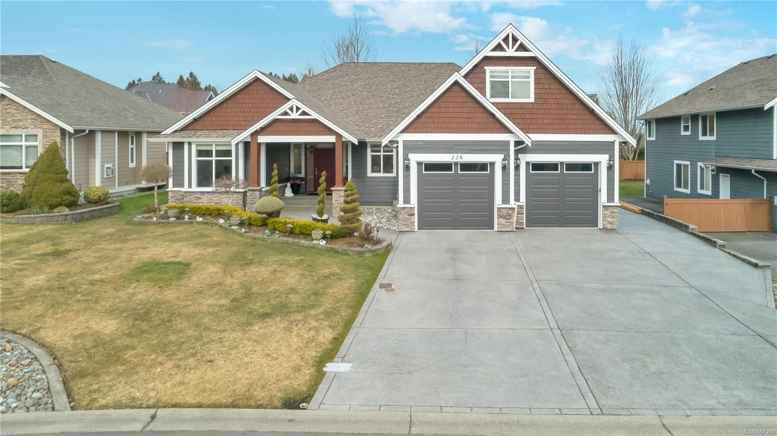 Main Photo: 228 Virginia Dr in : CR Willow Point House for sale (Campbell River)  : MLS®# 867368
