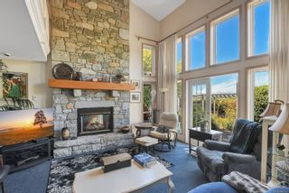 Photo 3: 1003 Kingsley Cres in : CV Comox (Town of) House for sale (Comox Valley)  : MLS®# 886032