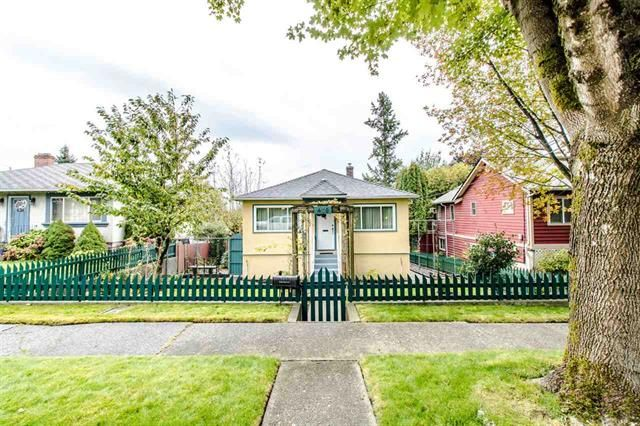 Main Photo: 430 Garrett Street in New Westminster: Sapperton House for sale : MLS®# R2411143