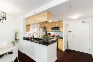 """Photo 8: 202 1033 MARINASIDE Crescent in Vancouver: Yaletown Condo for sale in """"QUAYWEST"""" (Vancouver West)  : MLS®# R2623495"""