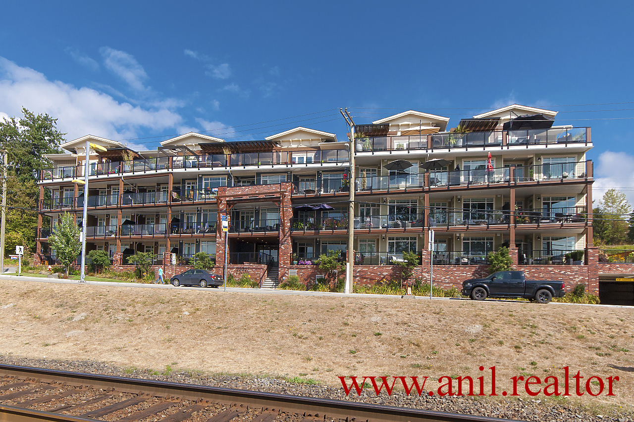"Main Photo: 302 22327 RIVER Road in Maple Ridge: West Central Condo for sale in ""REFLECTIONS ON THE RIVER"" : MLS®# R2400929"