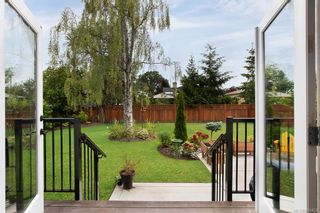 Photo 31: 2075 Neil St in : OB Henderson House for sale (Oak Bay)  : MLS®# 861427