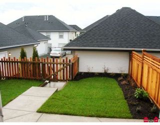 """Photo 5: 7021 180TH Street in Surrey: Cloverdale BC Townhouse for sale in """"PROVINCETON"""" (Cloverdale)  : MLS®# F2730643"""