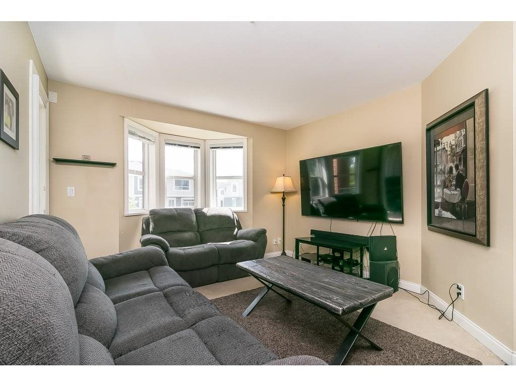 """Photo 11: Photos: 206 19774 56 Avenue in Langley: Langley City Condo for sale in """"Madison Station"""" : MLS®# R2582566"""