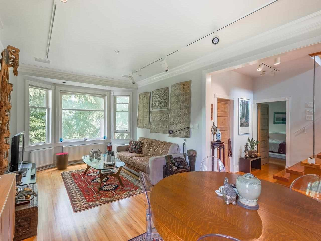 Photo 3: Photos: 2556 W 2ND Avenue in Vancouver: Kitsilano House for sale (Vancouver West)  : MLS®# R2593228