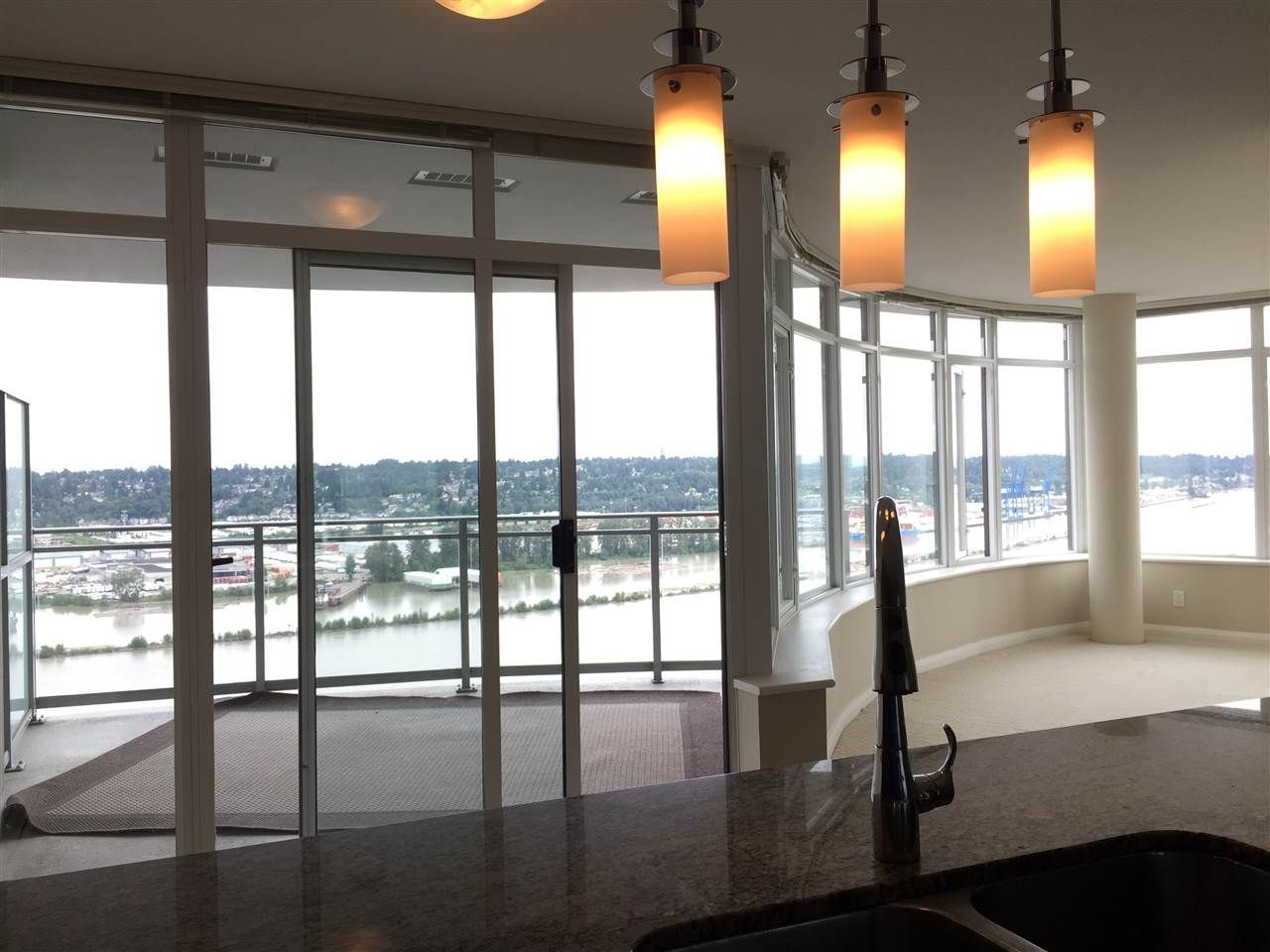 """Main Photo: 3701 888 CARNARVON Street in New Westminster: Downtown NW Condo for sale in """"MARINUS"""" : MLS®# R2140555"""