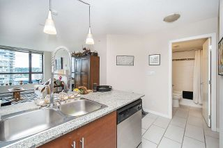 Photo 6: 906 813 AGNES Street in New Westminster: Downtown NW Condo for sale : MLS®# R2382886