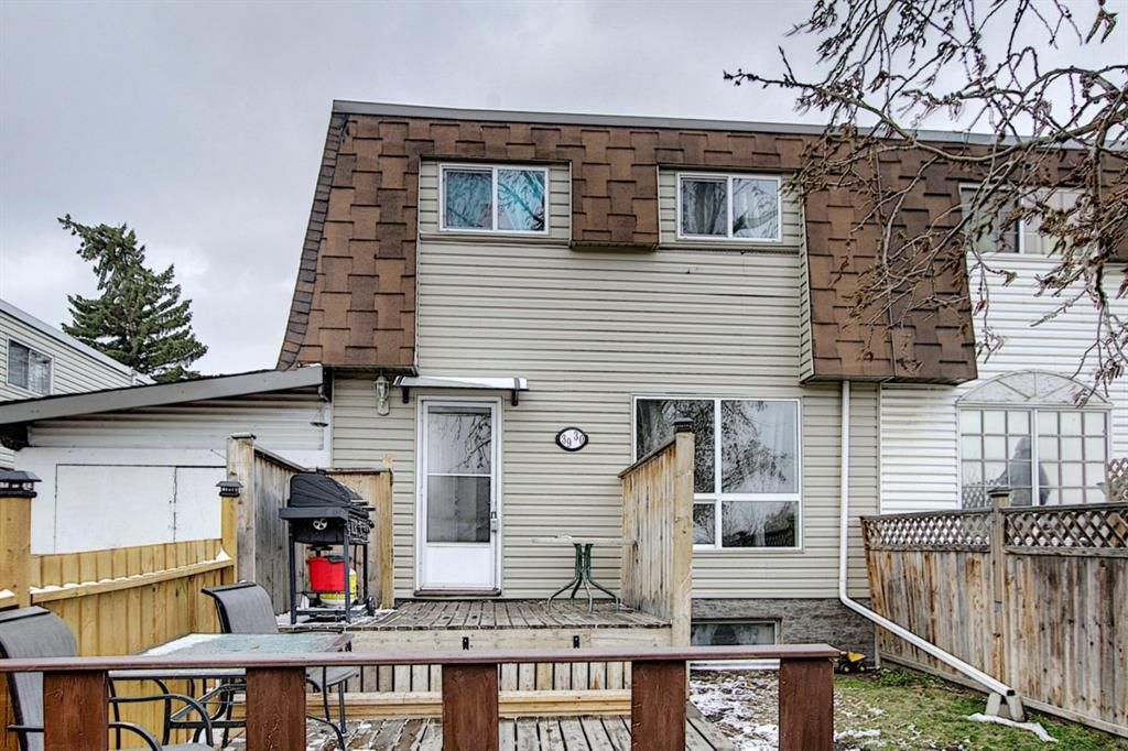 Main Photo: 3930 Doverdale Crescent SE in Calgary: Dover Row/Townhouse for sale : MLS®# A1098449