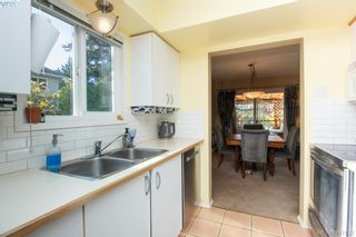 Photo 9: 3 1740 Knight Ave in VICTORIA: SE Mt Tolmie Row/Townhouse for sale (Saanich East)  : MLS®# 828137