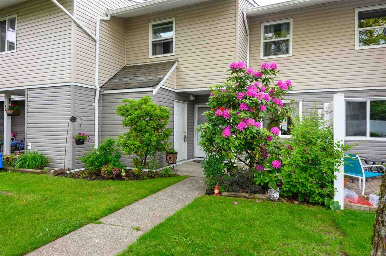 Main Photo: 44 5307 204 STREET in Langley: Langley City Townhouse for sale : MLS®# R2461539