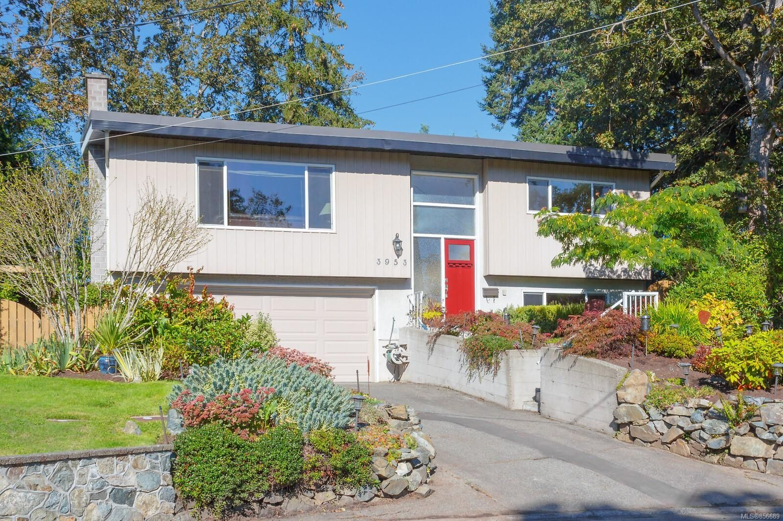 Main Photo: 3953 Margot Pl in Saanich: SE Maplewood House for sale (Saanich East)  : MLS®# 856689