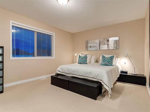 Photo 23: Photos: 40 COUGARSTONE Manor SW in Calgary: Cougar Ridge House for sale : MLS®# C4087798