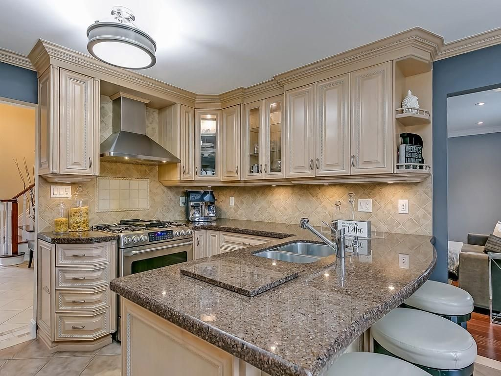 Photo 11: Photos: 2140 SIXTH Line in Oakville: Residential for sale : MLS®# H4068509