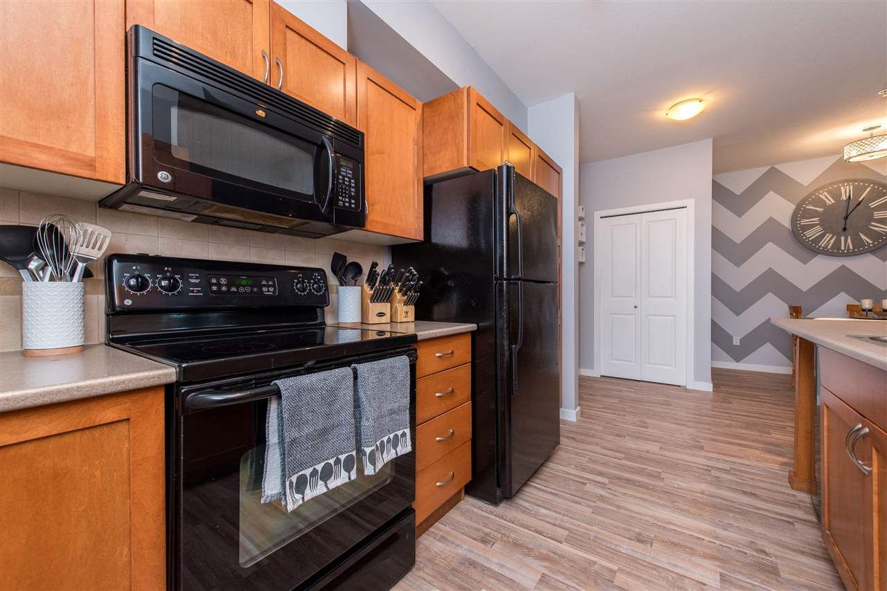 """Photo 5: Photos: 309 33318 E BOURQUIN Crescent in Abbotsford: Central Abbotsford Condo for sale in """"NATURES GATE"""" : MLS®# R2530844"""