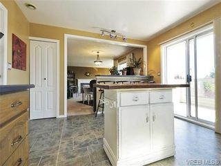 Photo 11: 2595 Wilcox Terr in VICTORIA: CS Tanner House for sale (Central Saanich)  : MLS®# 742349
