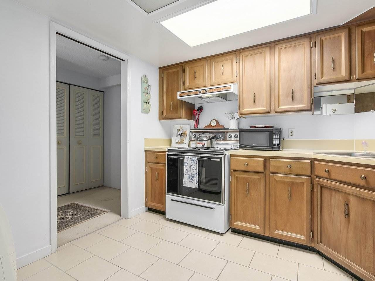 """Photo 6: Photos: 304 1480 FOSTER Street: White Rock Condo for sale in """"White Rock Square 1"""" (South Surrey White Rock)  : MLS®# R2231627"""