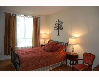 """Photo 6: 705 1355 W BROADWAY BB in Vancouver: Fairview VW Condo for sale in """"THE BROADWAY"""" (Vancouver West)  : MLS®# V761495"""