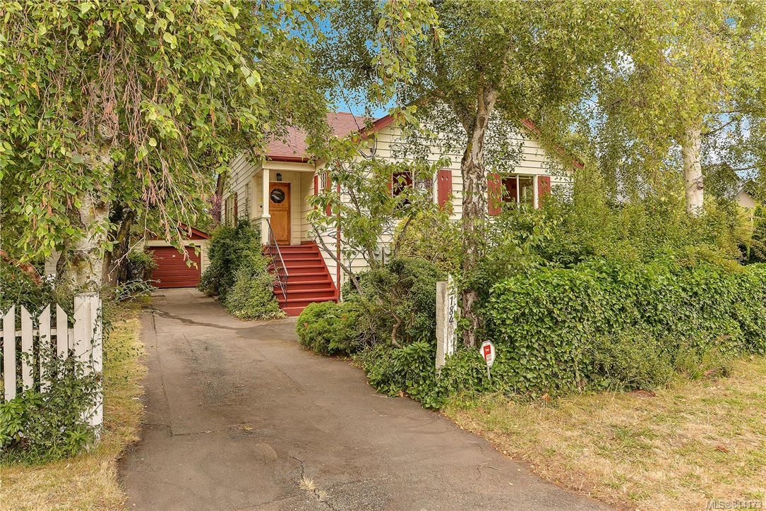 Main Photo: 2184 Lafayette St in Oak Bay: OB South Oak Bay House for sale : MLS®# 844173