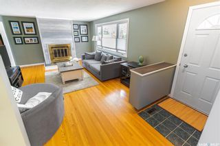 Photo 2: 15 Newton Crescent in Regina: Parliament Place Residential for sale : MLS®# SK874072