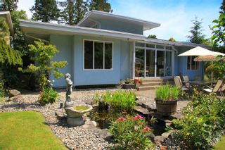 Photo 2: 1462 Cardinal Lane in White Rock: Home for sale