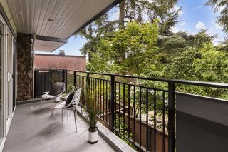 """Photo 10: 203 1484 CHARLES Street in Vancouver: Grandview Woodland Condo for sale in """"LANDMARK ARMS"""" (Vancouver East)  : MLS®# R2613737"""