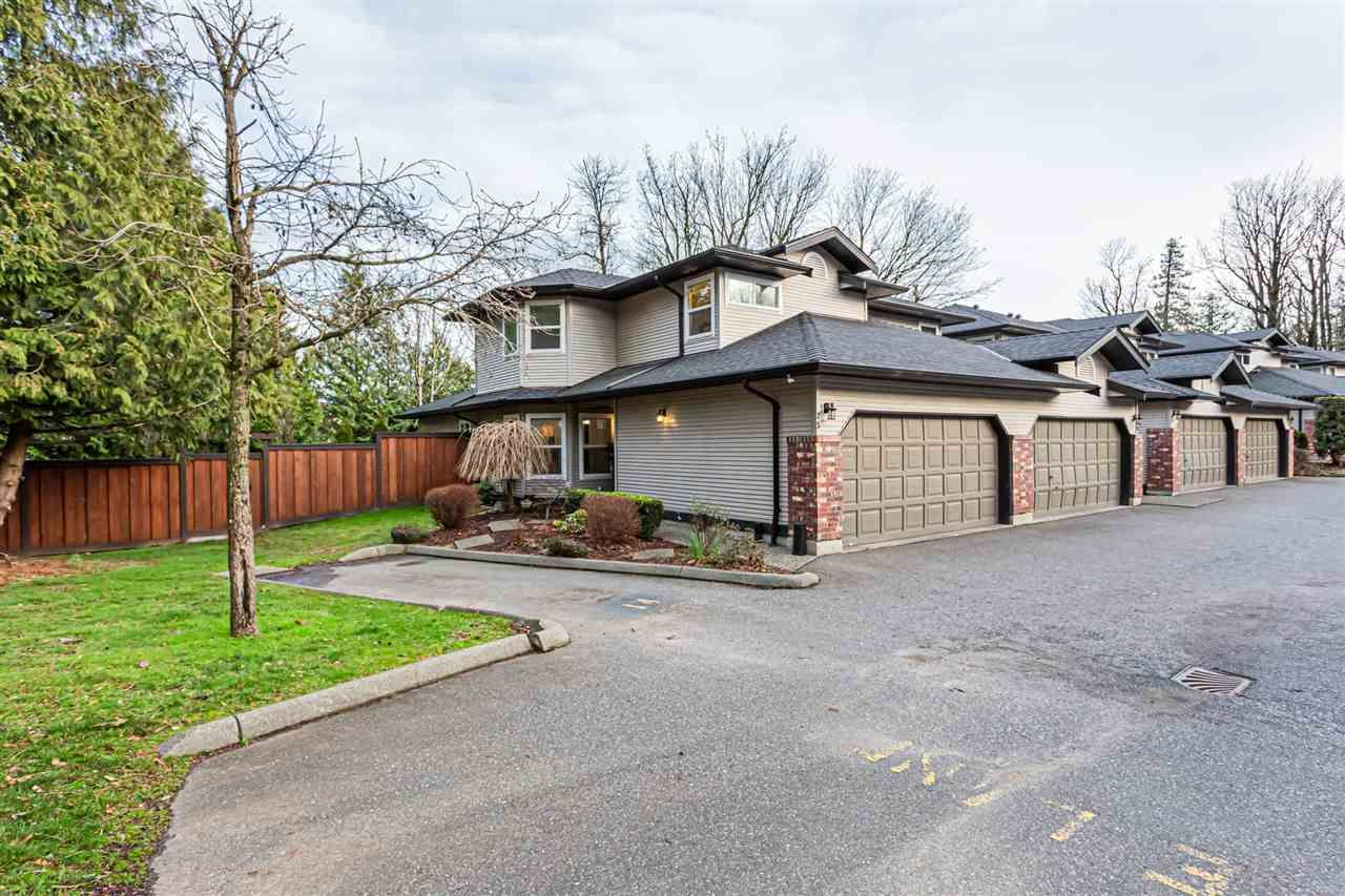 """Main Photo: 25 36060 OLD YALE Road in Abbotsford: Abbotsford East Townhouse for sale in """"Mountain View Village"""" : MLS®# R2428827"""