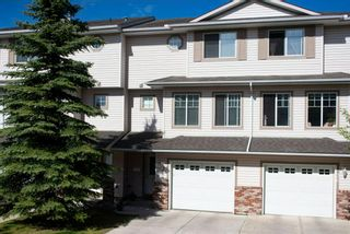 Photo 1: 38 Country Hills Cove NW in Calgary: Country Hills Row/Townhouse for sale : MLS®# A1116176