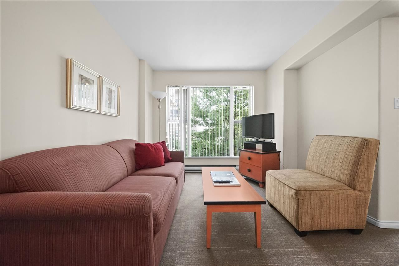 """Photo 2: Photos: 405 910 BEACH Avenue in Vancouver: Yaletown Condo for sale in """"MERIDIAN"""" (Vancouver West)  : MLS®# R2534010"""